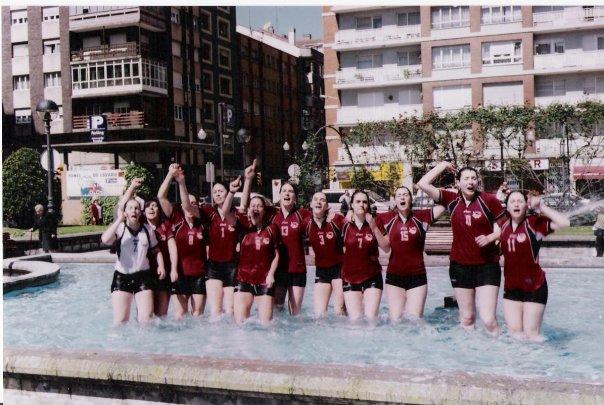 El equipo juvenil celebra su victoria en el Intersector de 2002